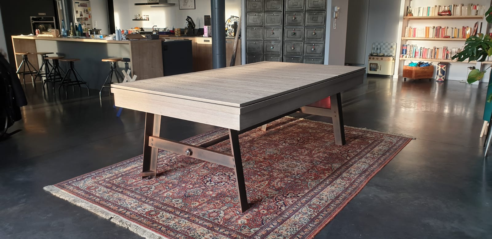 Billard table VINTAGE finition chêne nature et pied acier vieilli avec tapis gris foncé