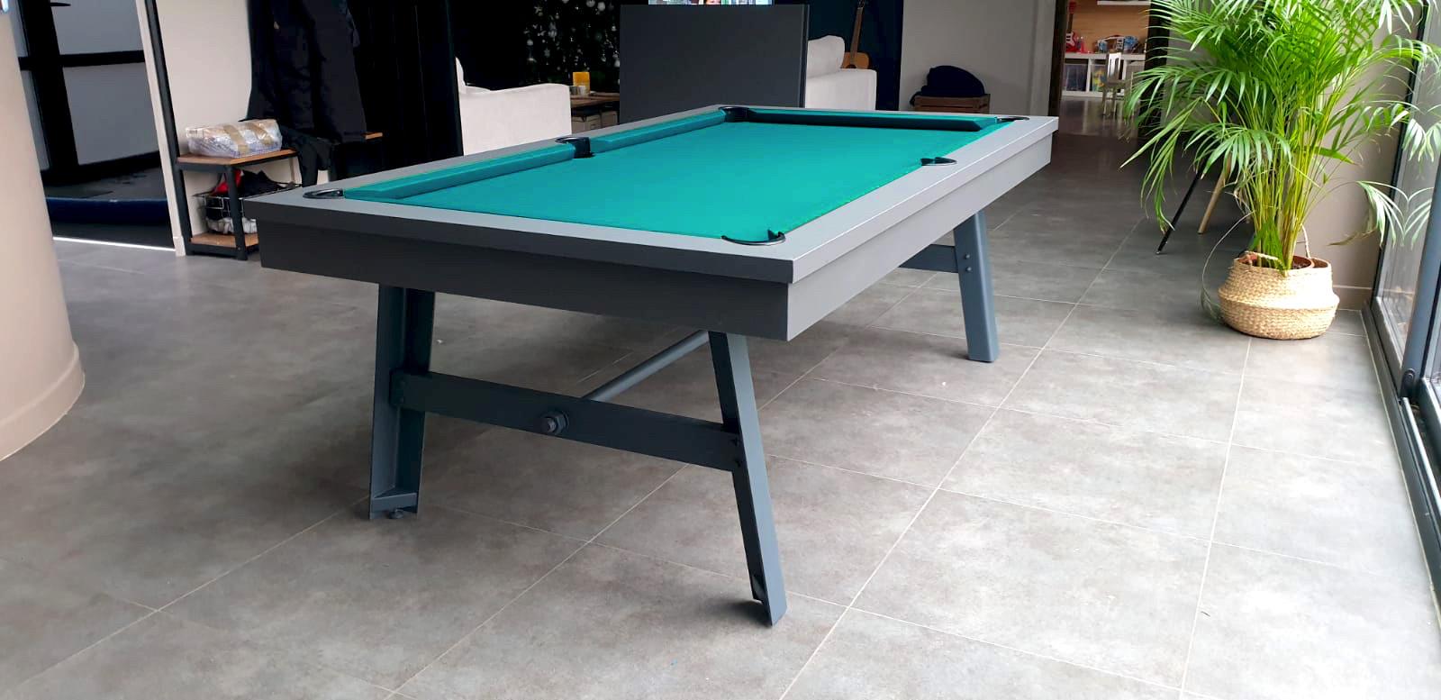 Billard VINTAGE finition gris graphite et pied acier gris anthracite avec tapis de jeu vert-bleu